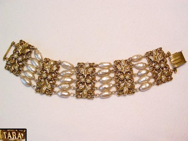 Tara Wide Baroque Pearl Bracelet
