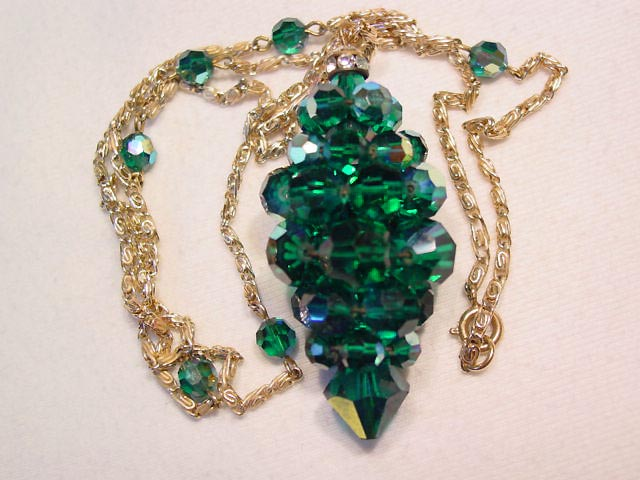 Bright Emerald Green Aurora Borealis Cluster Necklace