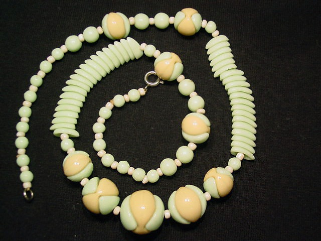 Pale Lime and Beige Art Glass Necklace