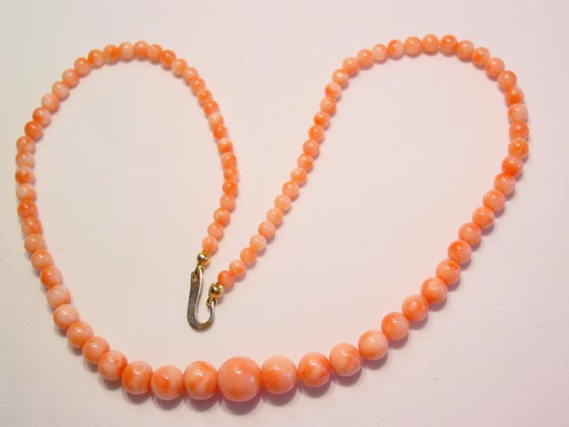 Graduated-Size Coral Necklace