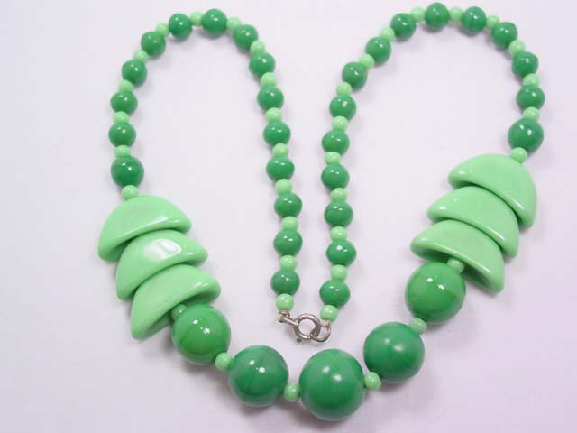 Beautiful Green and Mint Glass Bead Necklace