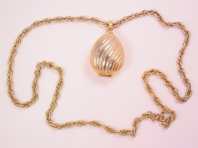 Avon Goldtone Teardrop Sachet Necklace