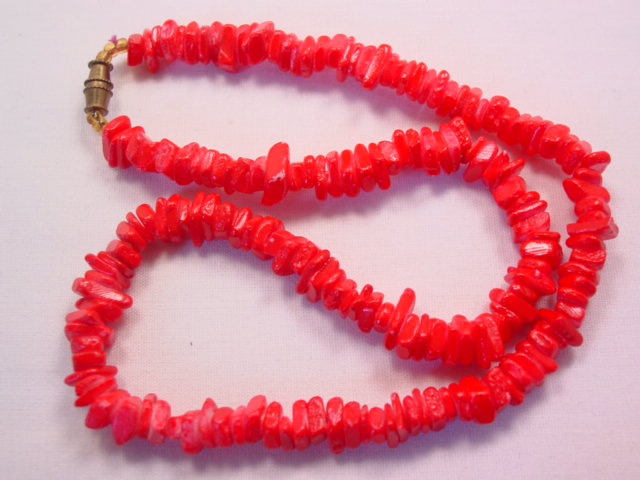 Red-Dyed Mother of Pearl Necklace