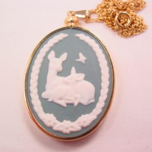 1981 Mother's Day Franklin Mint Deer and Fawn Wedgwood-Style Necklace