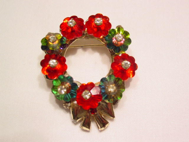 Flowered Wreath Pin