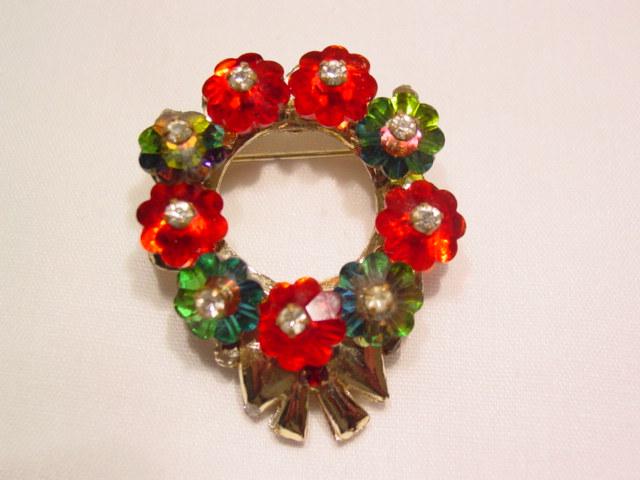 Flowered Wreath Pin