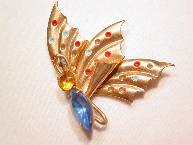 Side-view Butterfly Pin