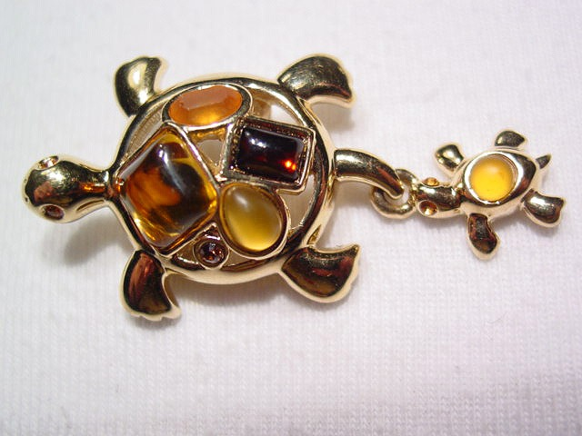 Avon Turtles Pin
