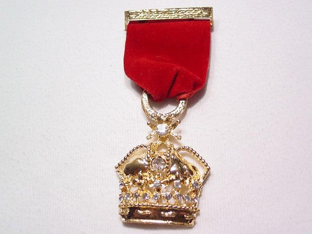 Crown Ribbon Pin