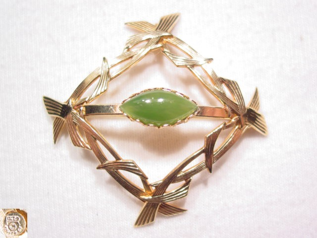 Square Pin with Jade Center