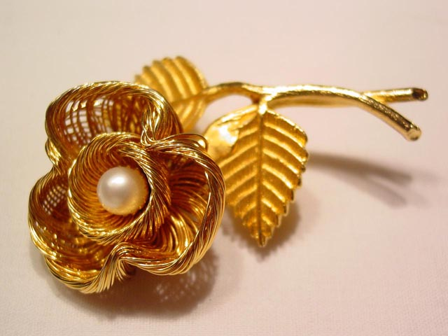 Woven Wire Goldtone Flower Pin
