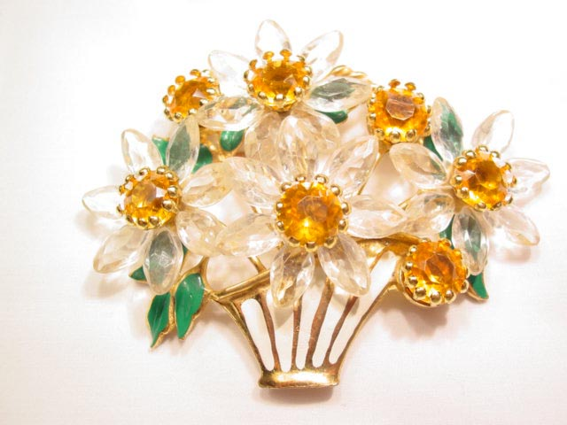 Basket of Daisies Pin