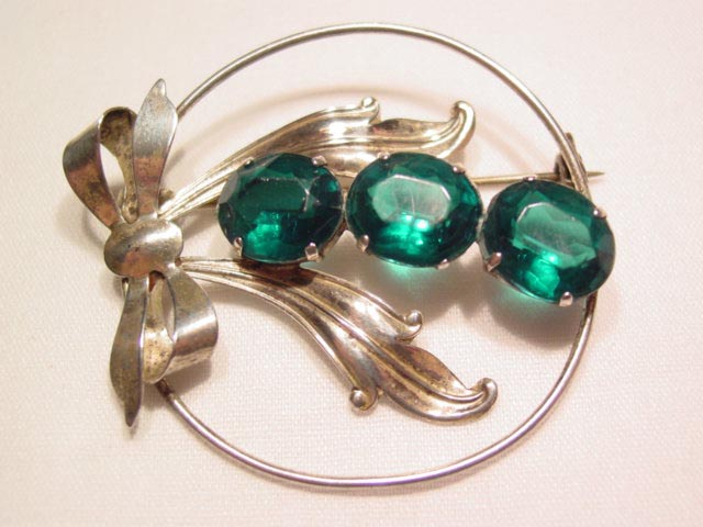 Wreath and Bow with Green Plastic Stones Pin