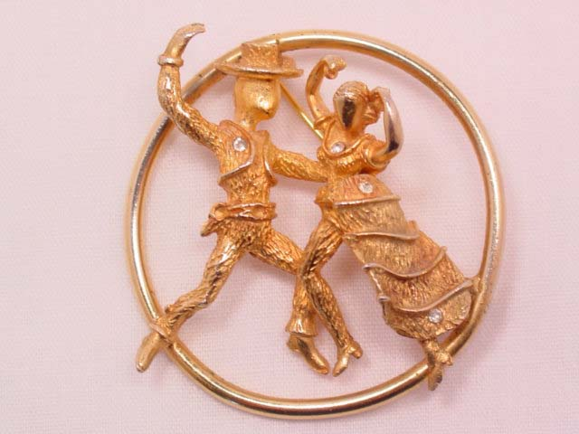 3-Dimensional Spanish Dancers in Circle Pin