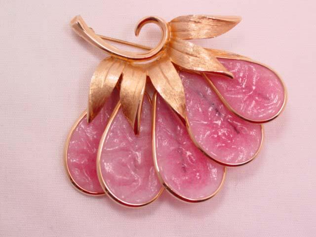 Beautiful Semi-Opaque Pink Glass Fan Flower Pin