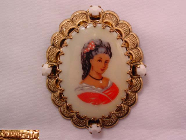 Limoges-Look West German Cameo Pin