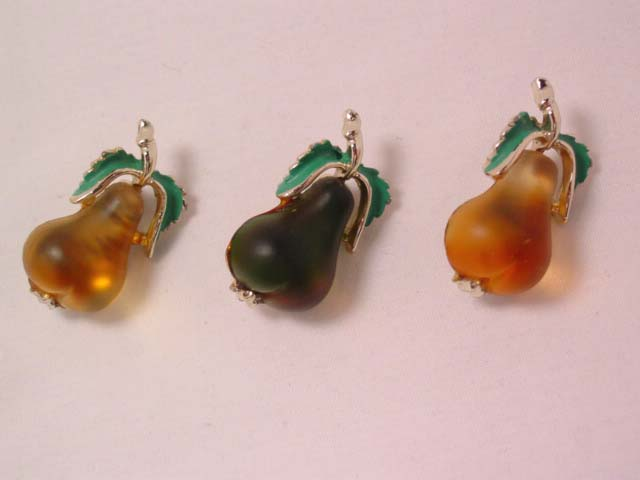 3 Pears Scatter Pins Set