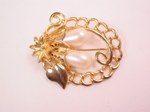 Floral Pearl Drop in Chain Oval Pin