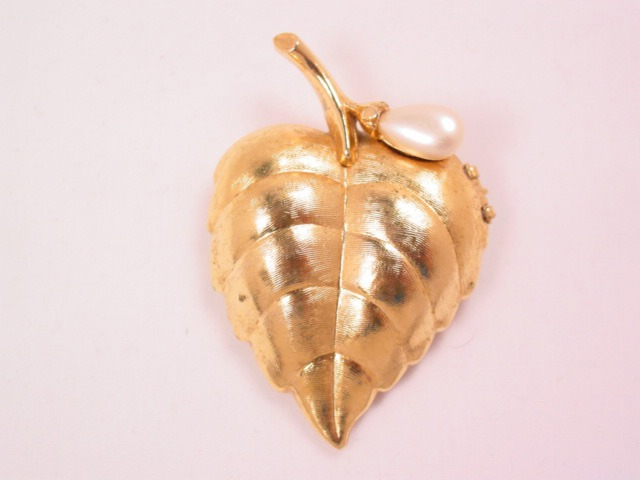 Avon Leaf and Pearl Sachet Pin