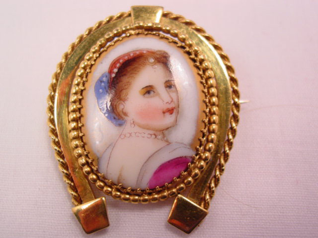 Horseshoe Portrait Pin