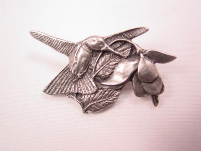Birds & Blooms Hummingbird Pin