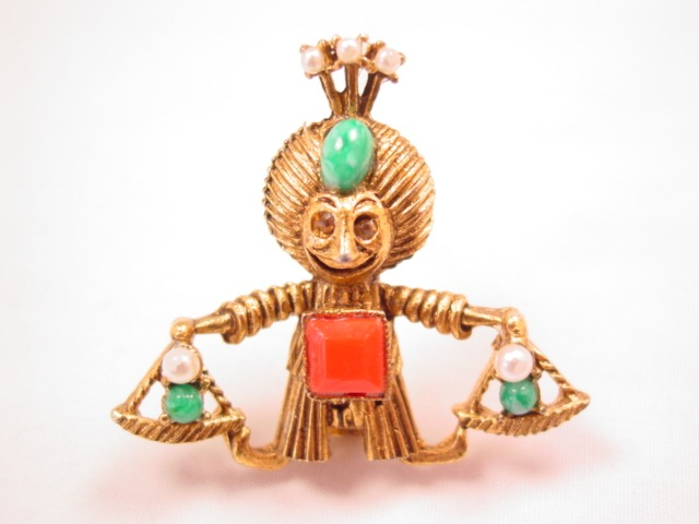 Genie Holding Scales Pin