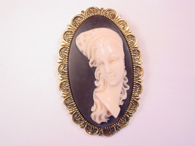 Large Signed Incolay Cameo Pin/Pendant
