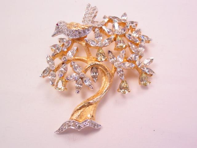 Beautiful Jomaz Rhinestone Partridge in a Pear Tree Pin