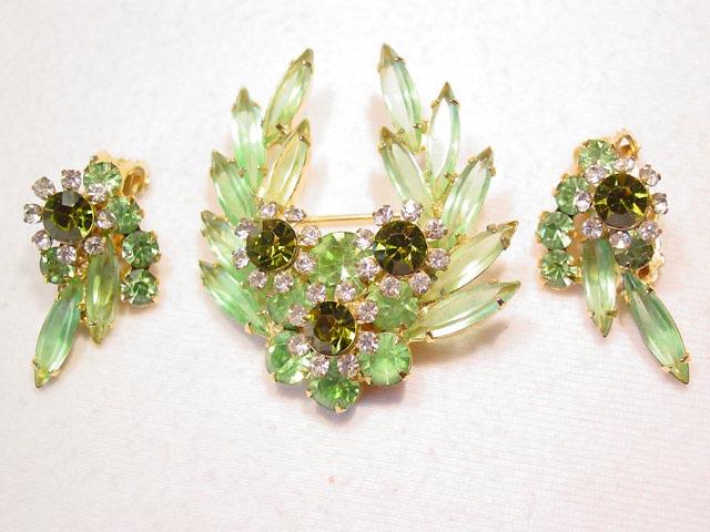 Pale Green D&E/Juliana Flower Pin & Earrings Set