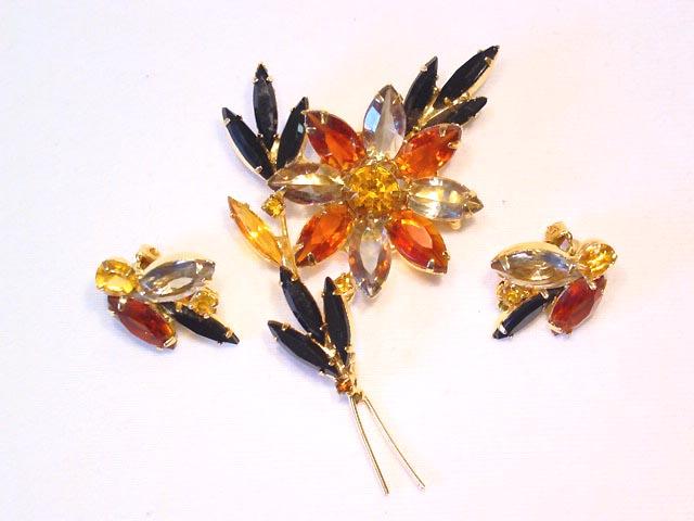 Beautiful Fall Floral Rhinestone Pin Earrings Set