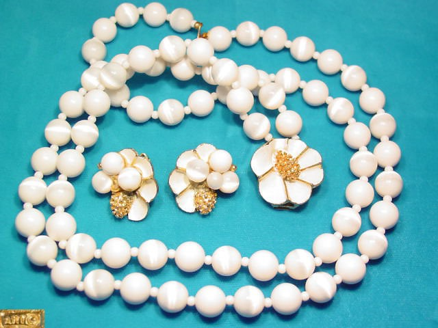 White Floral Art Necklace and Earrings