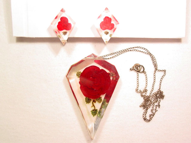 Kite Shaped Lucite Roses Necklace and Earrings Set
