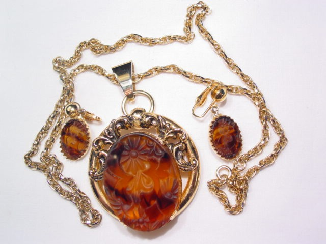 Beautiful Carved Brown Cabochon Necklace and Earrings Set