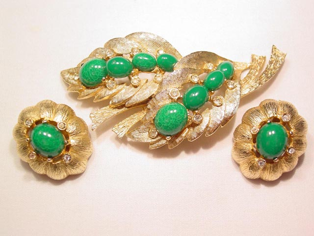1961 Ledo Green and Goldtone Leaf Pin and Earrings Set