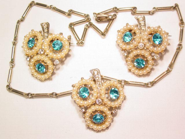 Aqua and Imitation Pearl 3-Leaf Clover Pins and Necklace Set