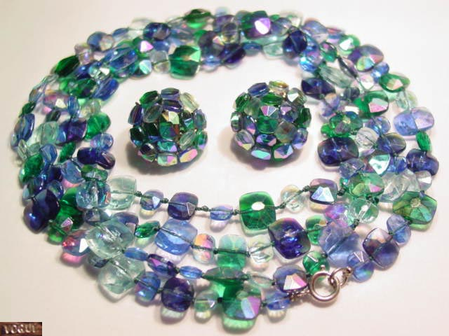 Wonderful Bright Blue-Green Vogue Necklace and Earrings
