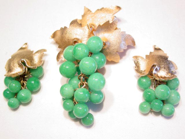 Glass Green Grape Clusters Pin and Earrings Set