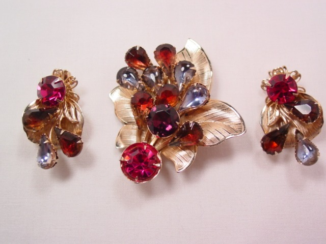 Beautiful Hope Chest Pin and Earrings Set of Leaves in Purple